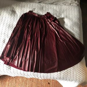 Eco leather burgundy pleated skirt